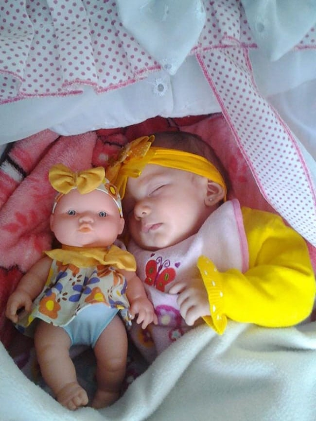 1027410-babies-and-look-alike-dolls-11__605-650-2b8ed060c6-1473155253